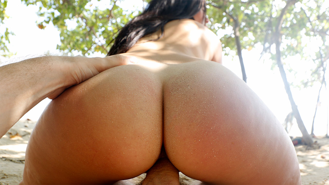 Holiday Sex With Big Ass On Beach