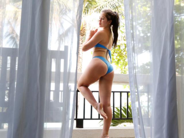 Cassie Fire shows Sexy ass in bikini